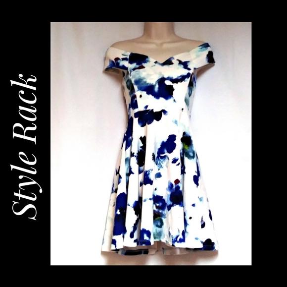 Style Rack Skater Dress White Blue Floral Size Med